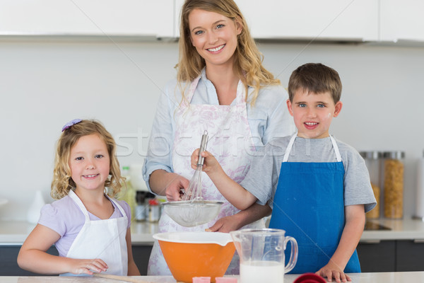 Famille cookies contre haut portrait Photo stock © wavebreak_media