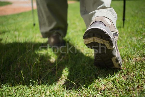 Stóp turystyka buty spaceru trawy Zdjęcia stock © wavebreak_media