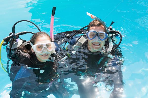 笑みを浮かべて カップル スキューバダイビング 訓練 スイミングプール 見える ストックフォト © wavebreak_media