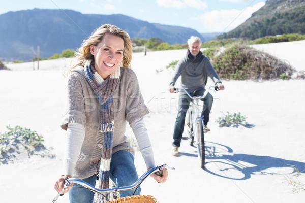 気楽な カップル 自転車 ビーチ 明るい クール ストックフォト © wavebreak_media