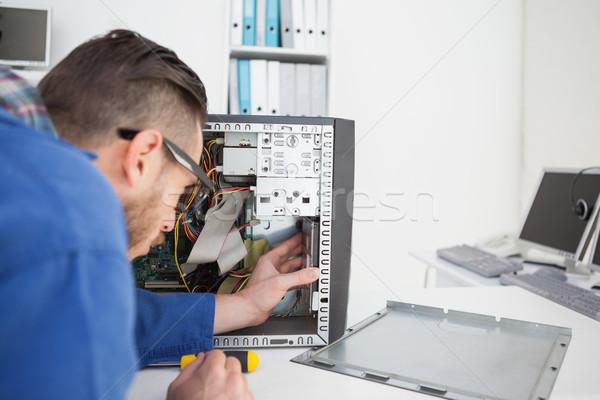 Computador engenheiro trabalhando quebrado consolá chave de fenda Foto stock © wavebreak_media