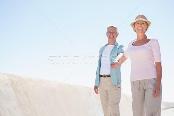 Feliz casal de idosos caminhada pier homem Foto stock © wavebreak_media