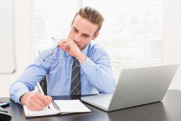 üzletember tart szemüveg jegyzetel iroda számítógép Stock fotó © wavebreak_media