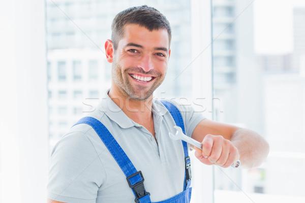 улыбаясь работник гаечный ключ служба Сток-фото © wavebreak_media