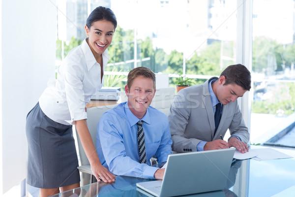 Zakenlieden met behulp van laptop drie jonge kantoor business Stockfoto © wavebreak_media