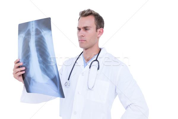 Poważny młodych lekarza patrząc xray biały Zdjęcia stock © wavebreak_media