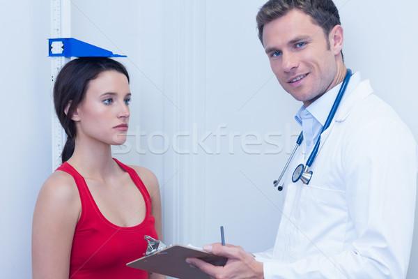 笑みを浮かべて 医師 立って 深刻 患者 病院 ストックフォト © wavebreak_media