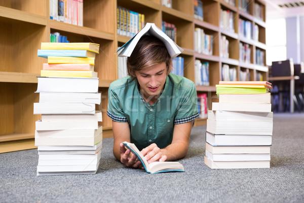 étudiant bibliothèque étage Université livre école Photo stock © wavebreak_media