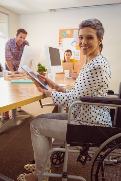 Twórczej kobieta interesu wózek tabletka biuro komputera Zdjęcia stock © wavebreak_media