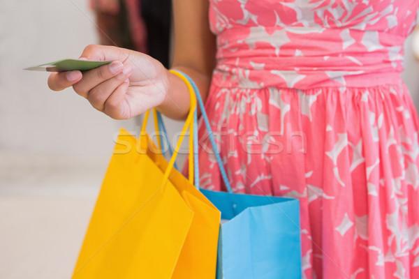 Nő bevásárlótáskák fizet hitelkártya butik bolt Stock fotó © wavebreak_media