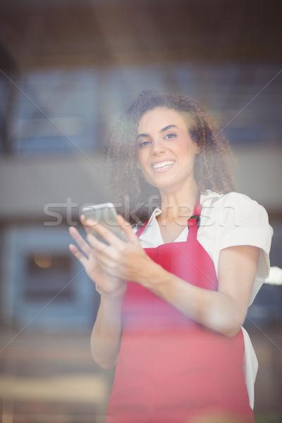 улыбаясь официантка текста портрет кофейня Сток-фото © wavebreak_media
