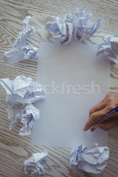 Main femme d'affaires écrit papier bureau affaires Photo stock © wavebreak_media