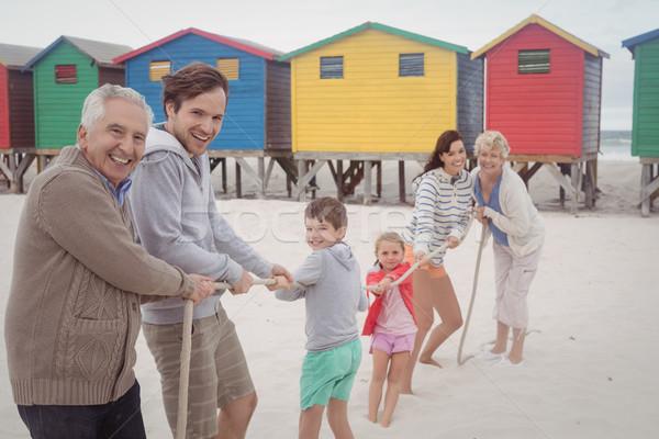 Ritratto felice famiglia giocare guerra spiaggia Foto d'archivio © wavebreak_media
