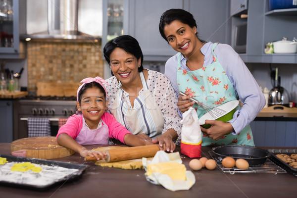 Glimlachend familie keuken portret home Stockfoto © wavebreak_media