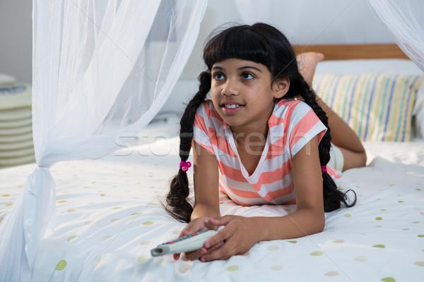 Dziewczyna pilota bed domu dziecko Zdjęcia stock © wavebreak_media