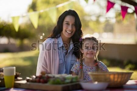Portré mosolyog pincér pincérnő áll keresztbe tett kar Stock fotó © wavebreak_media