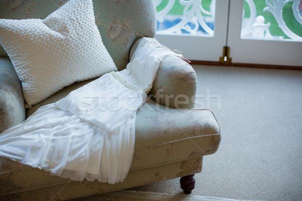Ver vestido de noiva sofá casa amor casal Foto stock © wavebreak_media
