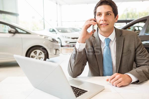 Mosolyog eladó telefonbeszélgetés új autó bemutatóterem telefon Stock fotó © wavebreak_media