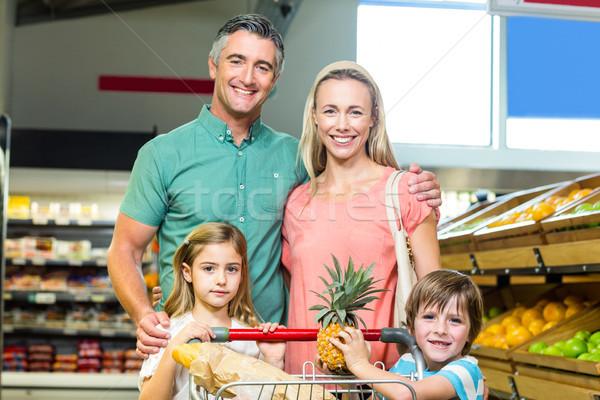 Fiatal család pózol együtt üzlet nő Stock fotó © wavebreak_media