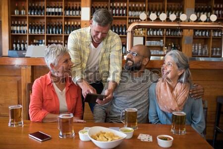старший женщины друзей цифровой таблетка напитки Сток-фото © wavebreak_media