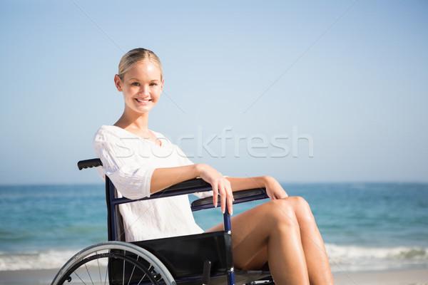 Kobieta wózek relaks plaży szczęśliwy morza Zdjęcia stock © wavebreak_media