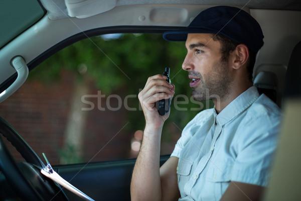Futár ül furgon dolgozik szolgáltatás férfi Stock fotó © wavebreak_media
