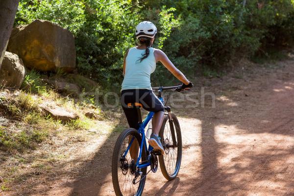 Mujer frente atrás equitación moto madera Foto stock © wavebreak_media