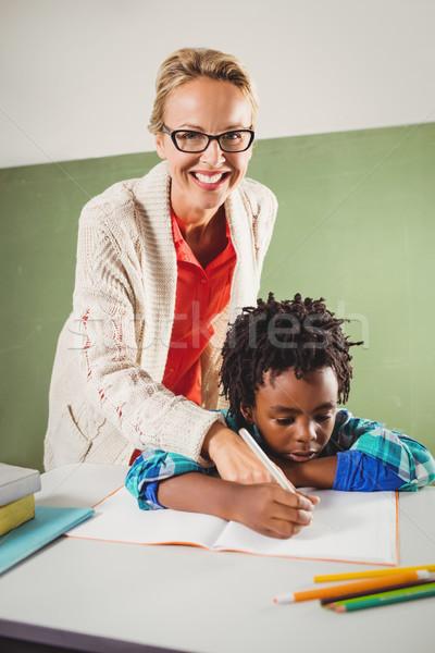 Tanár magyaráz testmozgás fiú iskola nő Stock fotó © wavebreak_media