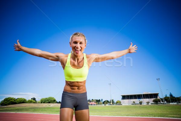 Aufgeregt weiblichen Athleten posiert Sieg racing Stock foto © wavebreak_media