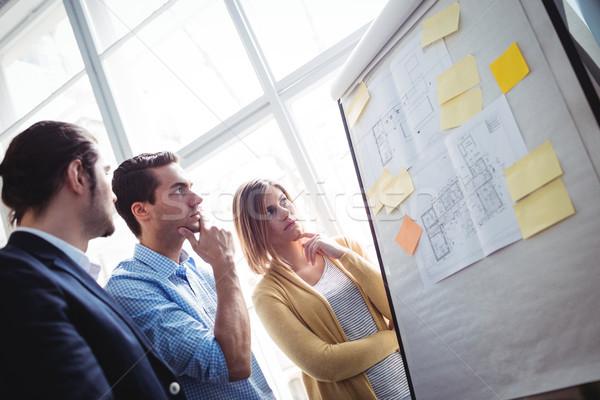Zamyślony ludzi biznesu patrząc plany pokładzie twórczej Zdjęcia stock © wavebreak_media