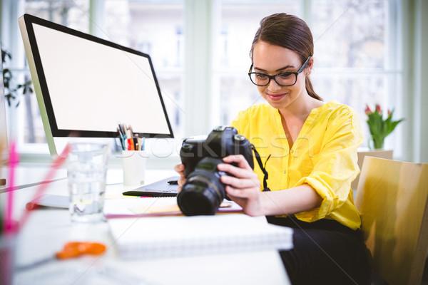 счастливым исполнительного глядя камеры Creative служба Сток-фото © wavebreak_media