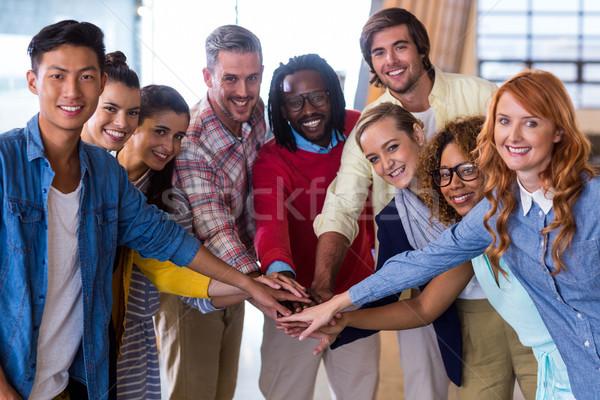 Fiatal kollégák felfelé kezek portré kreatív Stock fotó © wavebreak_media