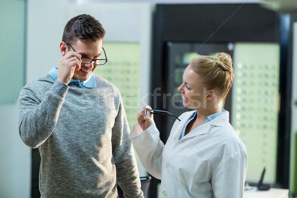ストックフォト: 女性 · 検眼医 · 眼鏡 · 患者 · 眼科 · クリニック