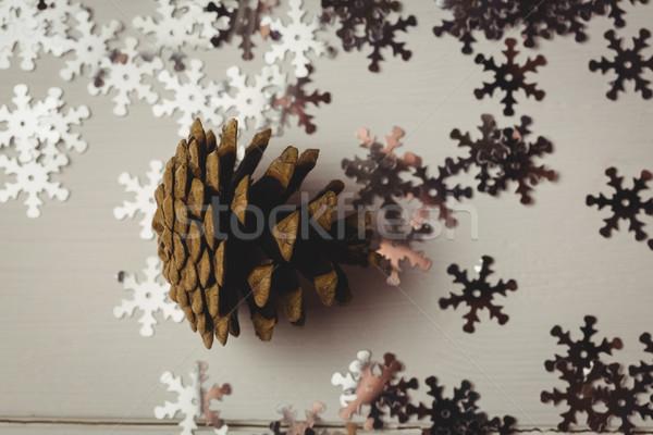Primer plano pino cono copo de nieve mesa de madera Navidad Foto stock © wavebreak_media