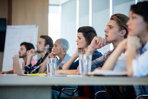 創造 ビジネスチーム リスニング 会議 会議室 オフィス ストックフォト © wavebreak_media