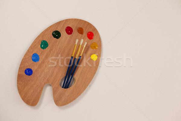 Palette multipla colori vernice istruzione tavola Foto d'archivio © wavebreak_media