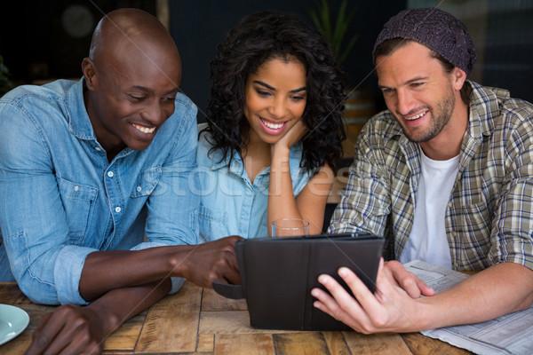 Glücklich Freunde digitalen Tablet Kaffeehaus Mode Stock foto © wavebreak_media