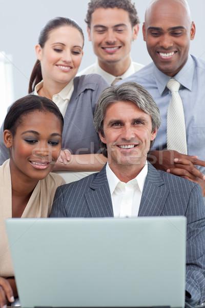 Positivo negocios internacionales personas usando la computadora portátil oficina negocios Foto stock © wavebreak_media