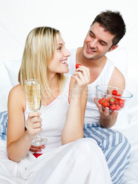 Szerelmespár ünnepel eljegyzés eprek pezsgő ágy Stock fotó © wavebreak_media
