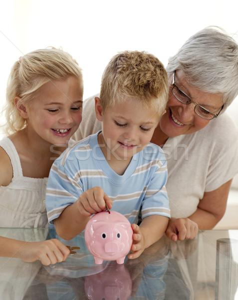 Primo piano nonna bambini soldi Foto d'archivio © wavebreak_media