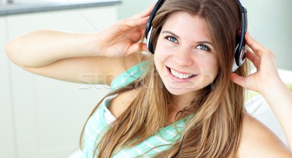 Sorridere ascoltare musica home casa Foto d'archivio © wavebreak_media