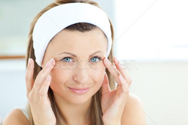 ярко кремом лице ванную домой Сток-фото © wavebreak_media
