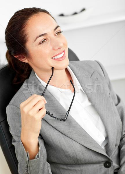 Tolakodó üzletasszony tart szemüveg ül irodai asztal Stock fotó © wavebreak_media