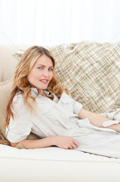 Csodálatos nő fekszik kanapé otthon pihen Stock fotó © wavebreak_media