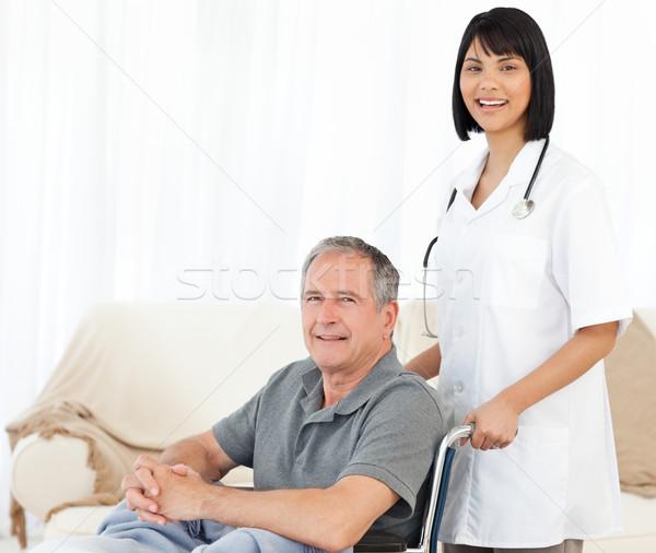 медсестры пациент глядя камеры женщину врач Сток-фото © wavebreak_media