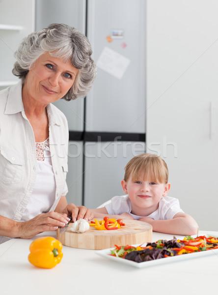 Meisje grootmoeder naar camera familie huis Stockfoto © wavebreak_media
