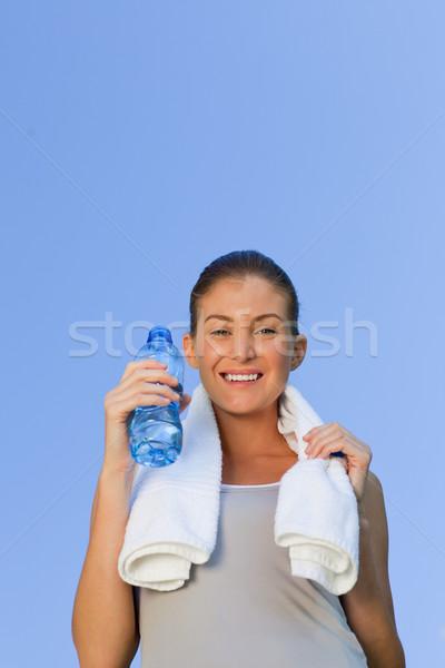 Młoda kobieta woda pitna wody lata pociągu uruchomiony Zdjęcia stock © wavebreak_media