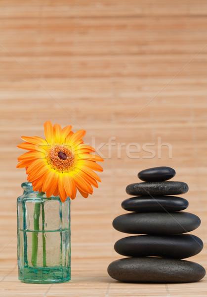 Zdjęcia stock: Pomarańczowy · szkła · obok · czarny · kamienie