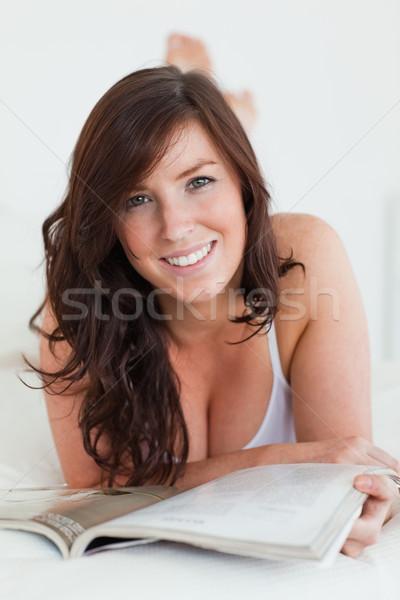Kadın okuma dergi yatak gülümseme kitap Stok fotoğraf © wavebreak_media