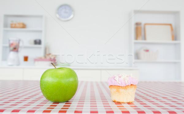 Elma masa örtüsü mutfak gülümseme meyve Stok fotoğraf © wavebreak_media